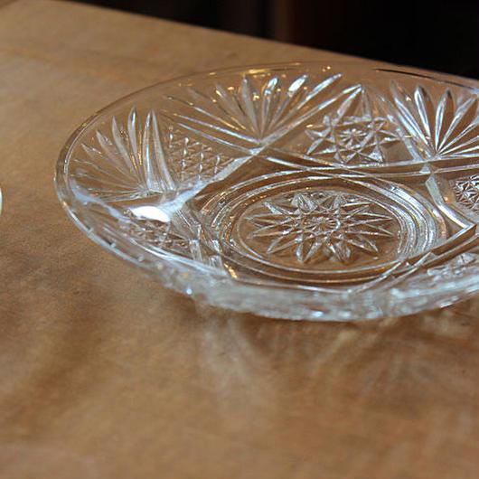 昭和レトロ・プレスガラスの小皿