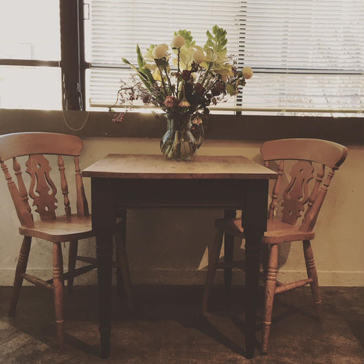 Lloydloom cafe table