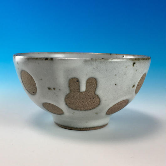 【G083】うさぎ水玉模様のご飯茶碗ミニ(白マット・赤土・うさぎ印)