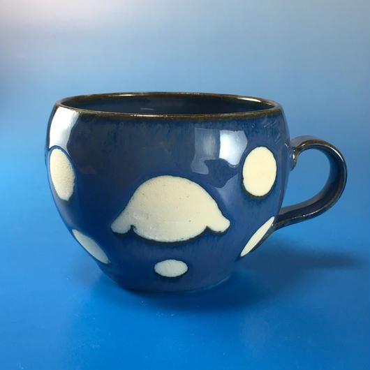 【M026】丸いフォルムのうさぎ水玉模様のマグカップ小(ブルー系・うさぎ印)
