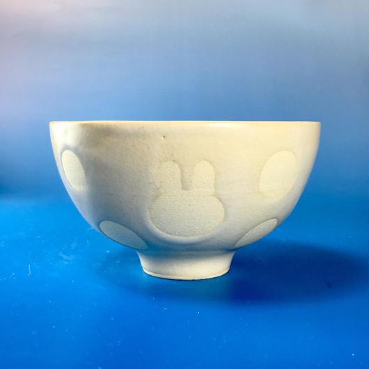 【G042】うさぎ水玉模様のご飯茶碗(白マット・うさぎ印)