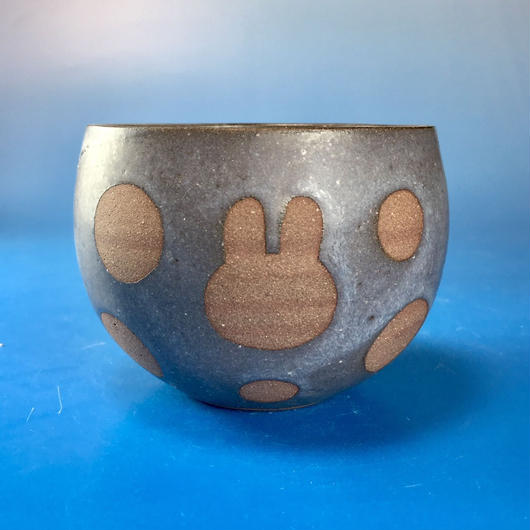 【Y033】うさぎ水玉模様の湯呑み茶わん・大(マット小豆色・うさぎ印)