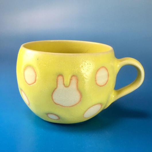 【M025】丸いフォルムのうさぎ水玉模様のマグカップ小(レモンイエロー・うさぎ印)