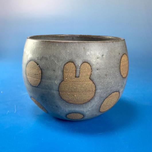 【Y036】うさぎ水玉模様の湯呑み茶わん・大(マット小豆色・うさぎ印)