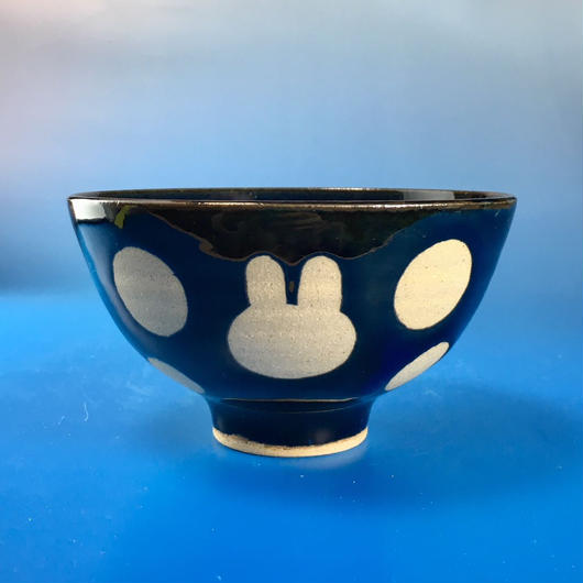 【G024】うさぎ水玉模様のご飯茶碗(ネイビー・うさぎ印)