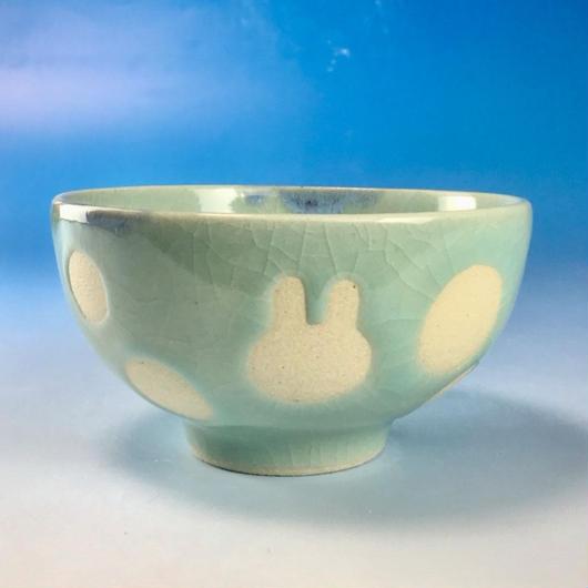 【G066】うさぎ水玉模様のご飯茶碗ミニ(青白磁・うさぎ印)