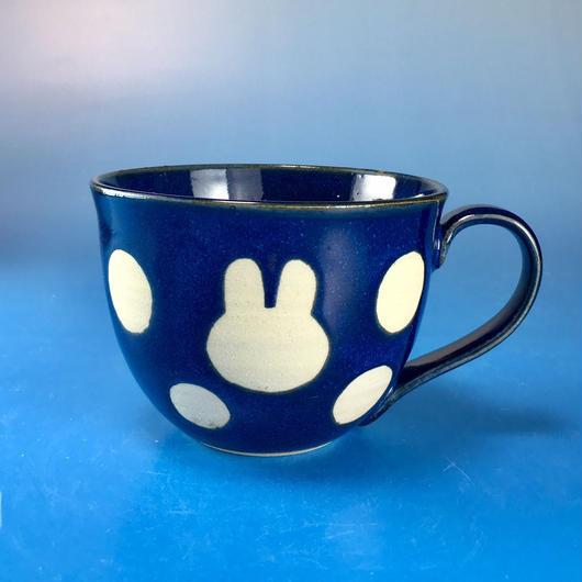 【M063】広口のうさぎ水玉模様のマグカップ大(藍色・うさぎ印)