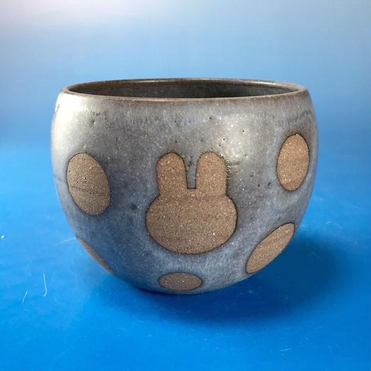 【Y035】うさぎ水玉模様の湯呑み茶わん・大(マット小豆色・うさぎ印)