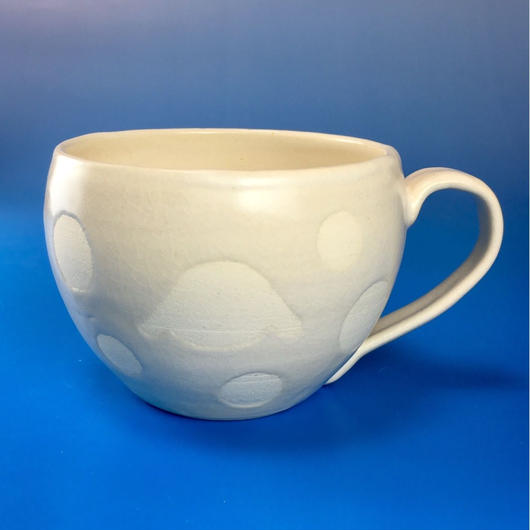 【M037】丸いフォルムのうさぎ水玉模様のマグカップ大(白マット・うさぎ印)