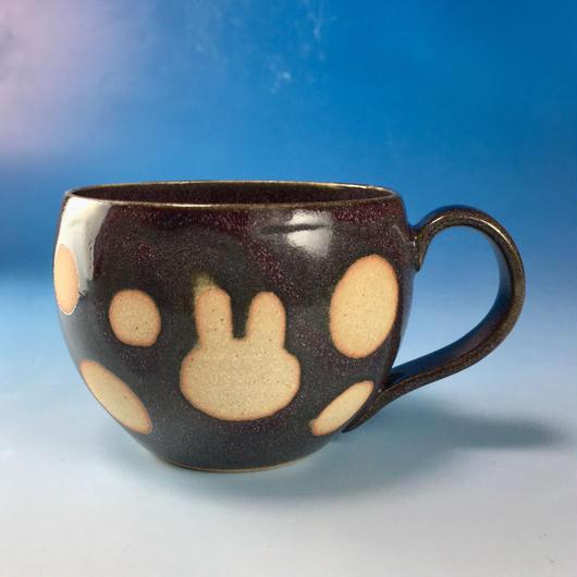 【M120】丸いフォルムのうさぎ水玉模様のマグカップ大(淡水乳濁秞・白土・うさぎ印)