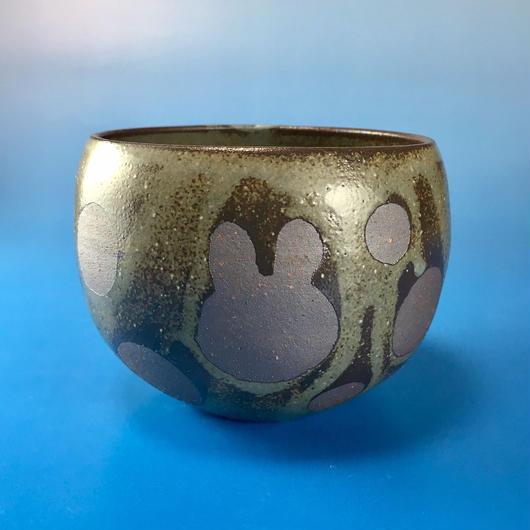 【Y008】うさぎ水玉模様の湯呑み茶わん・大(灰茶系・うさぎ印)
