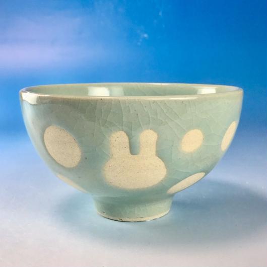 【G070】うさぎ水玉模様のご飯茶碗(青白磁・うさぎ印)