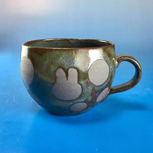 【M073】丸いフォルムのうさぎ水玉模様のマグカップ小(赤紫茶系・うさぎ印)