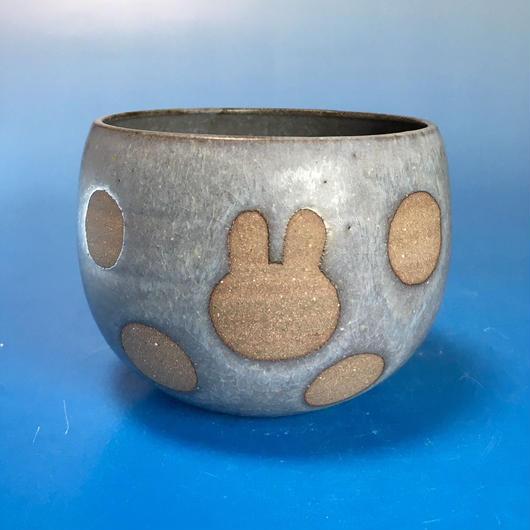 【Y034】うさぎ水玉模様の湯呑み茶わん・大(マット小豆色・うさぎ印)