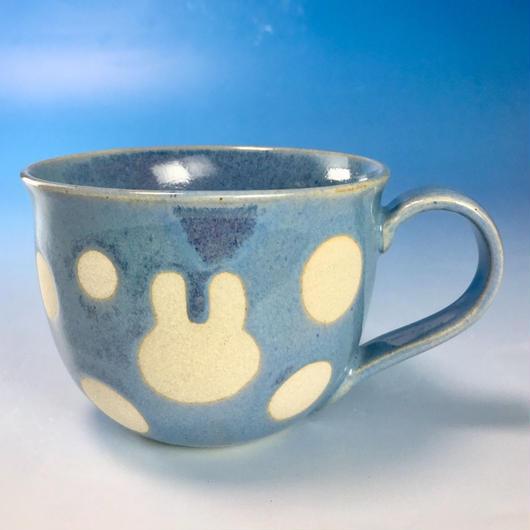 【M138】広口のうさぎ水玉模様のマグカップ大(青白磁・うさぎ印)
