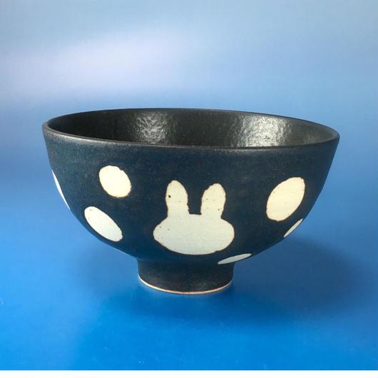 【G003】うさぎ水玉模様のご飯茶碗(黒マット・うさぎ印)