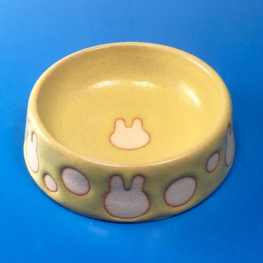 【R004】うさぎ水玉模様のうさぎ様用食器・Mサイズ(イエロー・うさぎ印)
