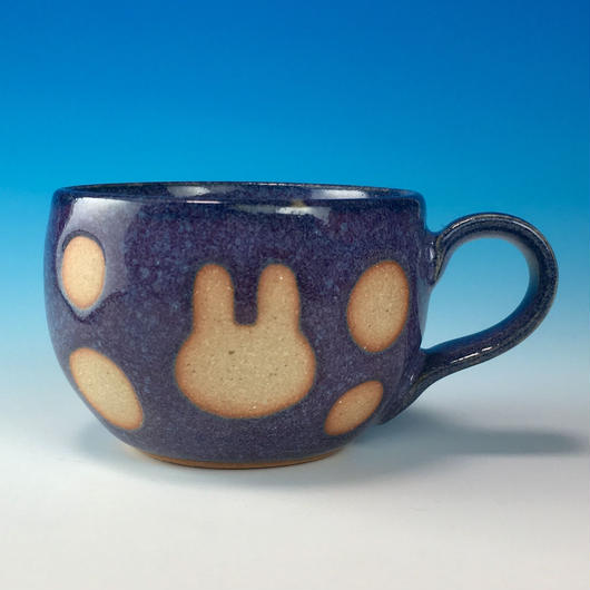 【M166】丸いフォルムのうさぎ水玉模様のマグカップデミ(淡青白土・うさぎ印)