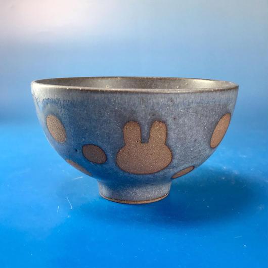 【G020】うさぎ水玉模様のご飯茶碗(マット小豆色・うさぎ印)