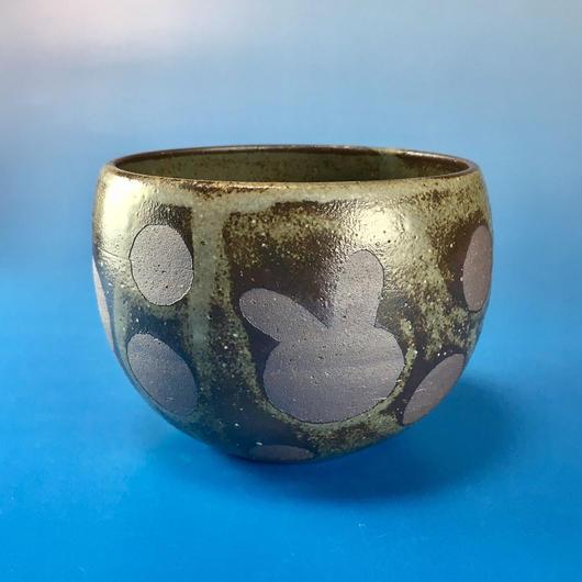 【Y009】うさぎ水玉模様の湯呑み茶わん・大(灰茶系・うさぎ印)