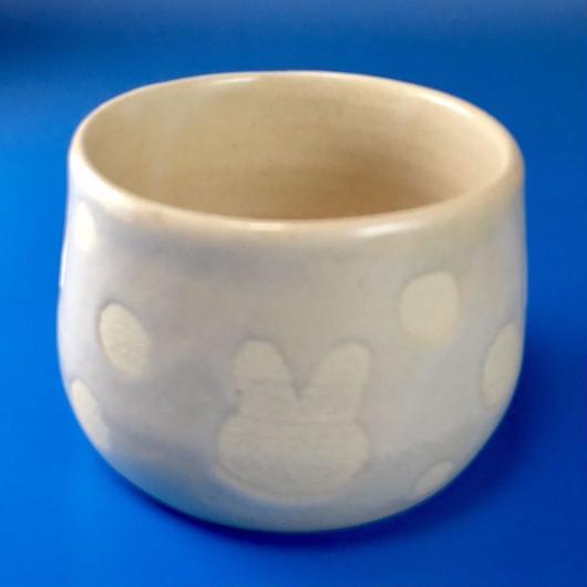【Y002】うさぎ水玉模様の湯呑み茶碗(白マット)