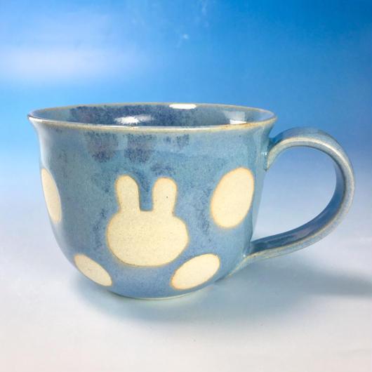 【M139】広口のうさぎ水玉模様のマグカップ大(青白磁・うさぎ印)