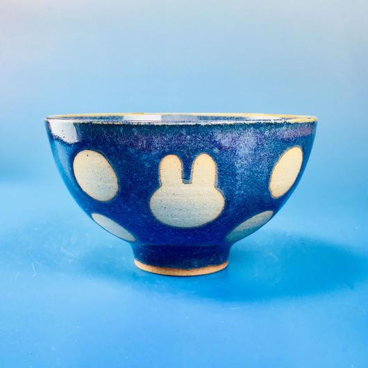 【G025】うさぎ水玉模様のご飯茶碗(淡青白土・うさぎ印)