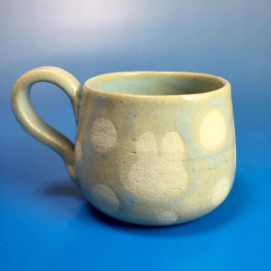 【M017】うさぎ水玉模様の小マグカップ(淡い水色・うさぎ印)