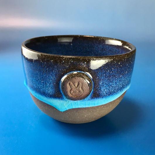 【Y007】青の洞窟色の湯呑み茶碗(淡水乳濁・うさぎ印)