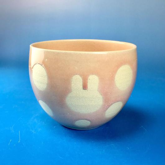 【Y031】うさぎ水玉模様の湯呑み茶わん・大(桜花ピンク・うさぎ印)