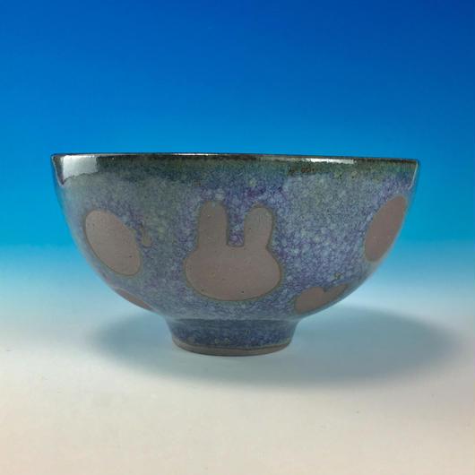【G079】うさぎ水玉模様のご飯茶碗(淡青赤土・ハート・うさぎ印)