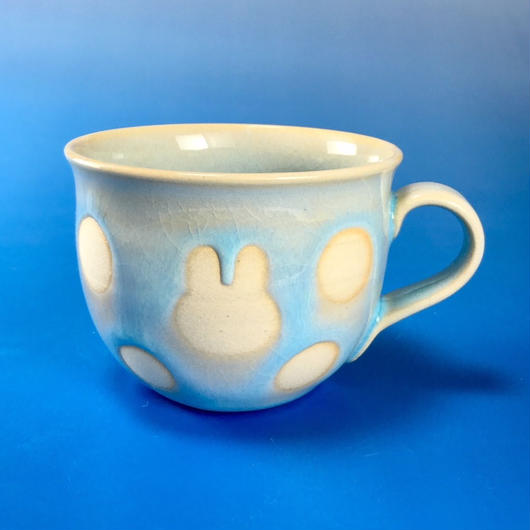 【M058】広口のうさぎ水玉模様のマグカップ小(淡い水色・うさぎ印)