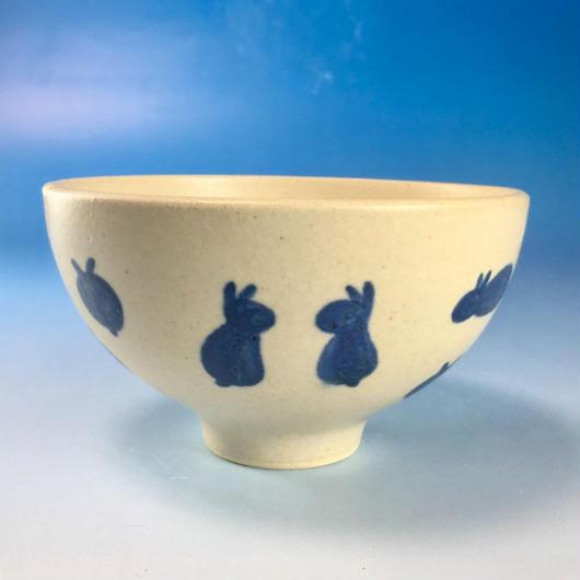 【G067】豆うさぎ柄のご飯茶碗(呉須手描き・うさぎ印)