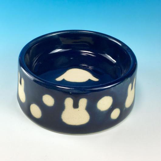 【R185】うさぎ水玉模様のうさぎ様用食器・Mサイズ(ネイビー・ロップ・うさぎ印)