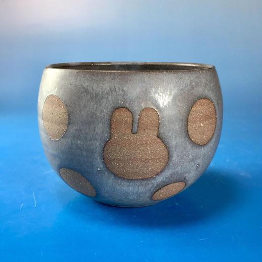【Y032】うさぎ水玉模様の湯呑み茶わん・大(マット小豆色・うさぎ印)