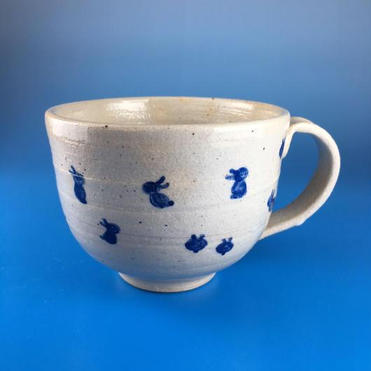 【M013】広口の豆うさぎ柄のマグカップ大(呉須手描き・うさぎ印)