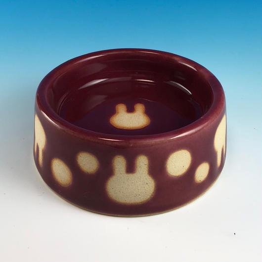 【R148】うさぎ水玉模様のうさぎ様用食器・Sサイズ(ボルドー・うさぎ印)
