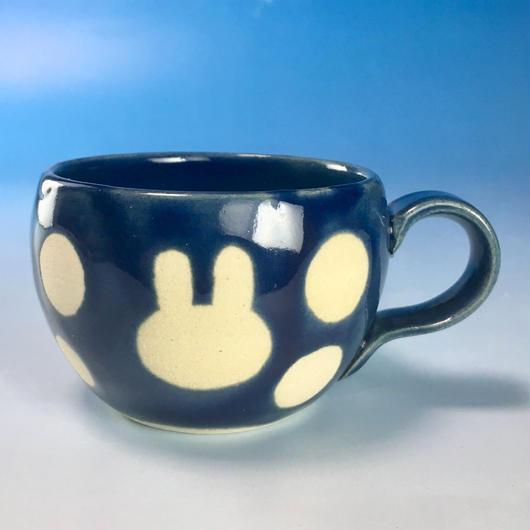 【M146】丸いフォルムのうさぎ水玉模様のマグカップデミ(ネイビー・うさぎ印)
