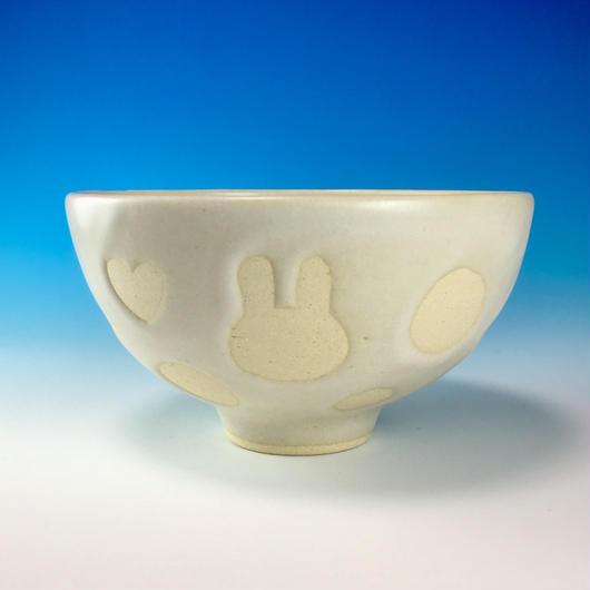 【G073】うさぎ水玉模様のご飯茶碗(白マット・白土・ロップ&ハート・うさぎ印)