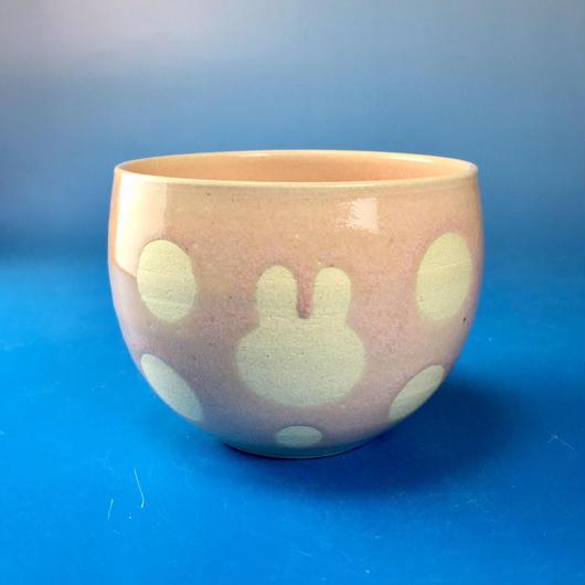 【Y030】うさぎ水玉模様の湯呑み茶わん・大(桜花ピンク・うさぎ印)