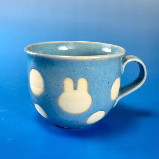 【M062】広口のうさぎ水玉模様のマグカップ小(スカイブルー・うさぎ印)
