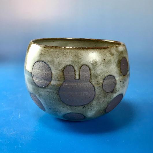 【Y028】うさぎ水玉模様の湯呑み茶わん・大(白マット・うさぎ印)