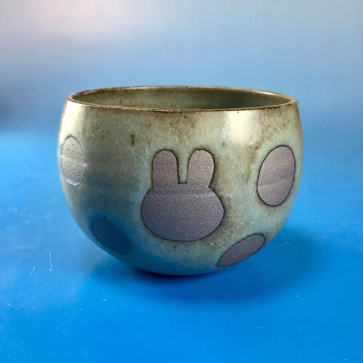 【Y029】うさぎ水玉模様の湯呑み茶わん・大(緑灰茶系・うさぎ印)