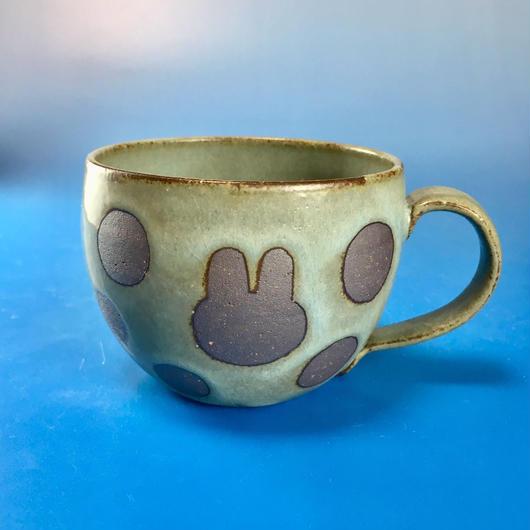 【M068】丸いフォルムのうさぎ水玉模様のマグカップ大(抹茶系・うさぎ印)