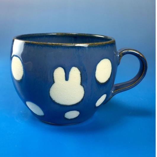 【M042】丸いフォルムのうさぎ水玉模様のマグカップ小(ブルー系・うさぎ印)