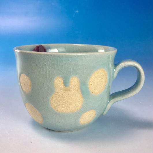 【M134】広口のうさぎ水玉模様のマグカップ小(青白磁・うさぎ印)