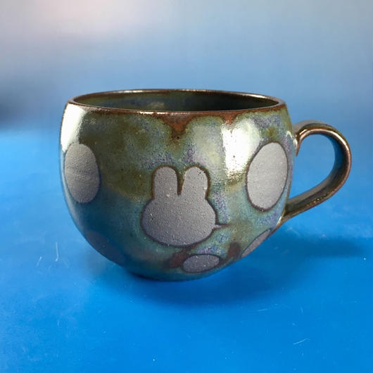 【M072】丸いフォルムのうさぎ水玉模様のマグカップ小(赤紫茶系・うさぎ印)