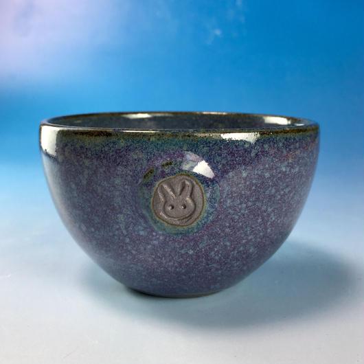 【Y048】淡青赤土の湯呑み茶碗(淡青赤土・うさぎ印)