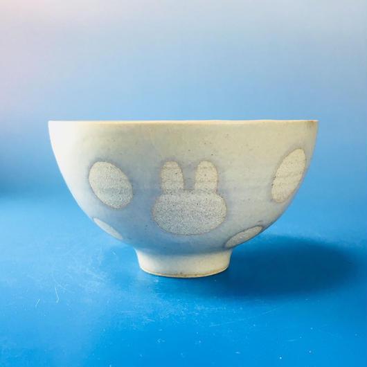 【G044】うさぎ水玉模様のご飯茶碗(白マット・うさぎ印)