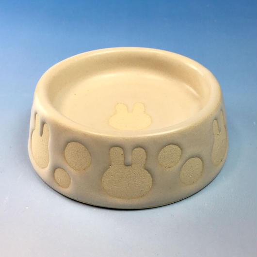 【R074】うさぎ水玉模様のうさぎ様用食器・Sサイズ(白マット・白土・うさぎ印)